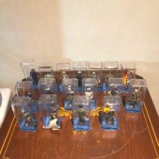 Juguetes Antiguos: LOTE DE 17 SOLDADITOS DE PLOMO, CUERPOS MILITARES ESPAÑOLES. Lote 240705185