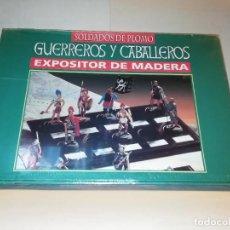 Jeux Anciens: N 12 EXPOSITOR DE MADERA SOLDADOS PLOMO GUERREROS Y CABALLEROS ALMIRALL PALOU 1/32 AÑO 2000 RBA PTOY. Lote 244716400