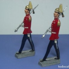 Juguetes Antiguos: SOLDADOS DE PLOMO ANTIGUOS. GRUPO DE DOS FIGURAS DESFILANDO. Lote 250339555