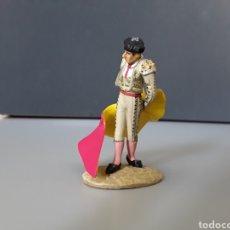 Juguetes Antiguos: FIGURA PLOMO TORERO HACIENDO REVOLERA NUEVO EN BLISTER TAUROMAQUIA. Lote 252004210