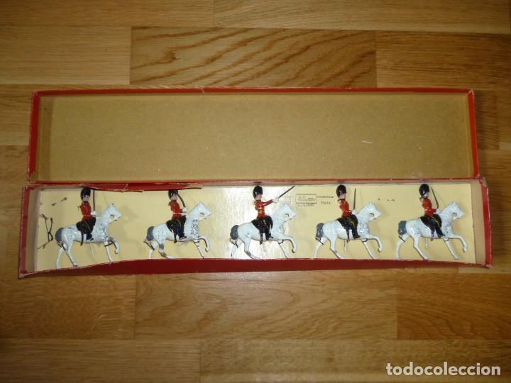 Juguetes Antiguos: Soldados de plomo Britains Royal Scots Greys soldaditos ingleses - Foto 2 - 255965700