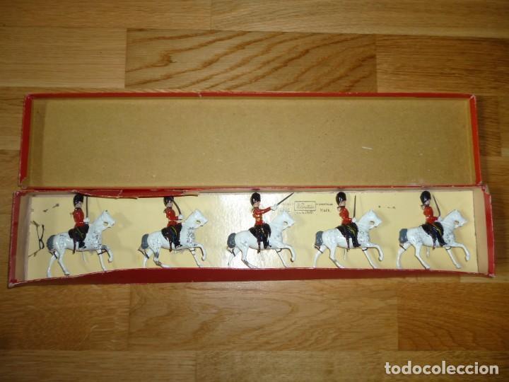 Juguetes Antiguos: Soldados de plomo Britains Royal Scots Greys soldaditos ingleses - Foto 3 - 255965700