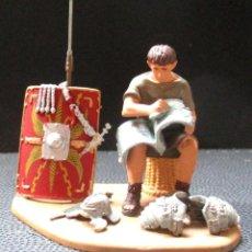 Juguetes Antiguos: MINIATURAS ANDREA - PLANETA -PLOMO- -SOLDADO ROMANO EN CAMPAMENTO- ESCALA 1:32 (4 FOTOS). Lote 265375834