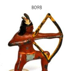 Juguetes Antiguos: INDIO CON ARCO, DE PLOMO HUECO, MARCA BARCLAY, NO BRITAINS, CIRCA 1930, Nº B098. Lote 270523963