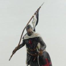 Jeux Anciens: SOLDADITO DE PLOMO TEMPLARIO CON BANDERA, SIGLO XII DE ANDREA OBJETO DE COLECCIÓN. Lote 285368663