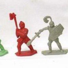 Juguetes Antiguos: LOTE DE 5 MEDIEVALES DE PLÁSTICO. Lote 1984597