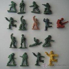 Juguetes Antiguos: 17 SOLDADOS DE PLASTICO. Lote 29474739