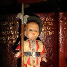 Juguetes Antiguos: ANTIGUO SOLDADO CON LANZA. ALTURA11CM. Lote 30269568