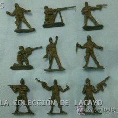 Juguetes Antiguos: LOTE DE 9 SOLDADITOS PLASTICO SIN MARCA. Lote 31647215