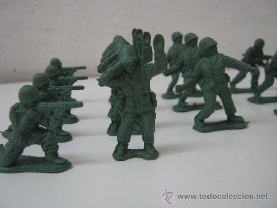 Juguetes Antiguos: LOTE DE 30 SOLDADITOS DE PLASTICO -- 4.5 CM APROX - Foto 3 - 36914355