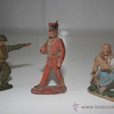 Juguetes Antiguos: TRES ANTIGUOS SOLDADOS DE PLÁSTICO DURO. EN LA BASE DEL DE LA IZQUDA. PONE REAMSA PAT.. Lote 34045726