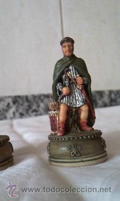 Juguetes Antiguos: Lote de 2 figuras de soldados medievales en resina.Marca W. U. I 2001 - Foto 3 - 36006094