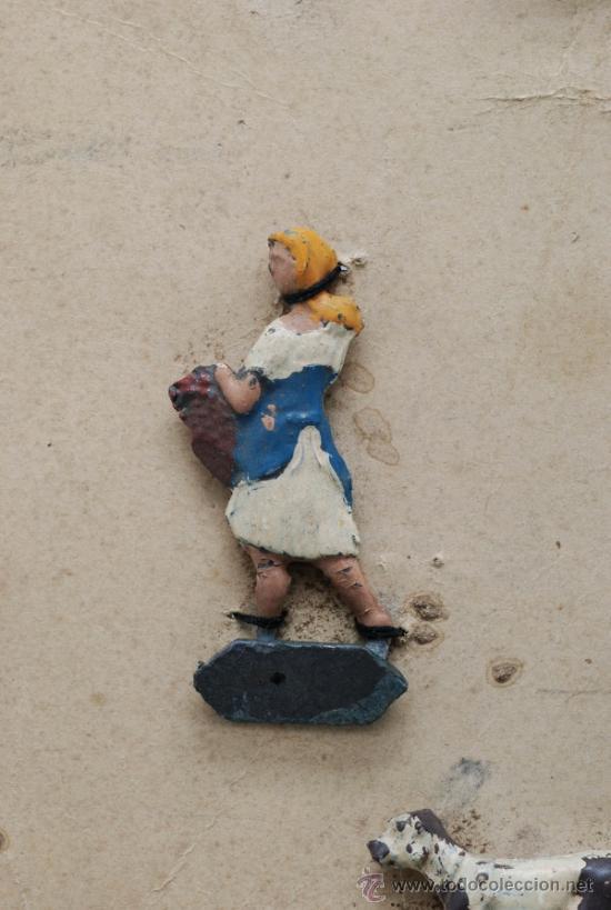 Juguetes Antiguos: Blister cartón figuras plomo granja semiplanas años 40 animales y granjera - Foto 2 - 39203698