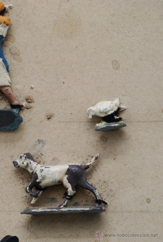 Juguetes Antiguos: Blister cartón figuras plomo granja semiplanas años 40 animales y granjera - Foto 5 - 39203698