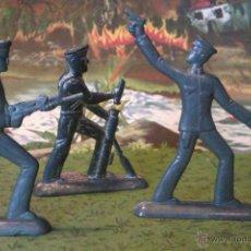 Juguetes Antiguos: FIGURAS RUSAS SEMIPLANAS DE METAL- DE 6CM. Lote 43536532