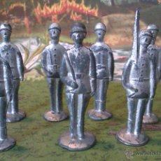 Juguetes Antiguos: FIGURAS RUSAS SEMIPLANAS DE METAL- DE 6CM-AÑOS 60. Lote 43536578