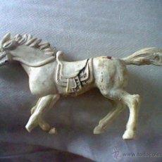 Juguetes Antiguos: FIGURA MUÑECO PLASTICO CABALLO 17 CMS LARGO JUGADO PATA ROTA CENTRO HUECO . Lote 45278292