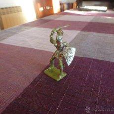 Juguetes Antiguos: CABALLERO MEDIEVAL CON ARMADURA - ESCALA (54MM). Lote 46237122