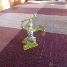 Juguetes Antiguos: CABALLERO MEDIEVAL CON ARMADURA - ESCALA (54MM). Lote 46237226