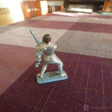 Juguetes Antiguos: CABALLERO MEDIEVAL CON ARMADURA - ESCALA (54MM). Lote 46237276