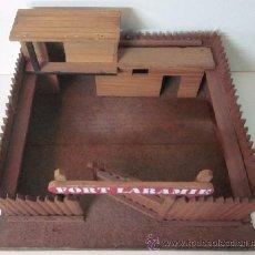 Juguetes Antiguos: FUERTE DE MADERA - FORD LARAMIE . Lote 49480682