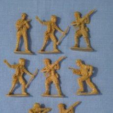 Juguetes Antiguos: LOTE DE 8 SOLDADOS DE PLÁSTICO COLOR MOSTAZA DE 5 CM APROX.. Lote 49874885