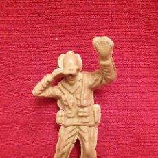 Juguetes Antiguos: FIGURA PVC / SOLDADO CON BINOCULAR #0656. Lote 53046939