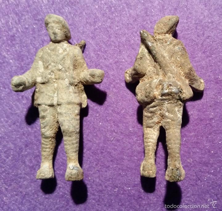 Juguetes Antiguos: 2 Soldados de Aluminio - Foto 3 - 58017699