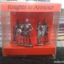 Juguetes Antiguos: SET CAJA BOX 5 CABALLEROS CON ARMADURA KNIGHTS IN ARMOUR MARCA WESTAIR REINO UNIDO UNITED KINGDOM.. Lote 67173137