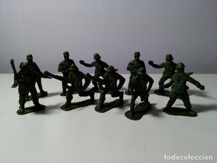 Juguetes Antiguos: Lote de 10 soldaditos - Foto 4 - 70379649
