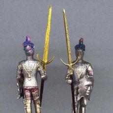Juguetes Antiguos: ARMADURA PICO DE AGUILA FIGURA PLÁSTICO 54 MM. AÑOS 70. Lote 237471430
