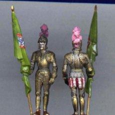 Juguetes Antiguos: ARMADURA DE PARADA FIGURA PLÁSTICO 54 MM. AÑOS 70. Lote 237471225