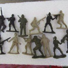 Juguetes Antiguos: LOTE 13 SOLDADOS DE PLASTICO DURO SIN MARCA . Lote 86591364