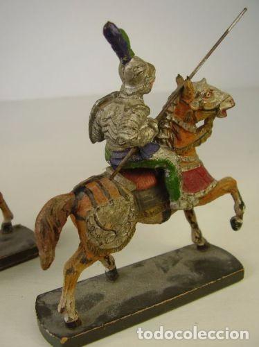 Juguetes Antiguos: Pareja caballeros medievales. 1940 - Foto 3 - 91223145