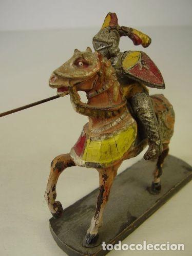 Juguetes Antiguos: Pareja caballeros medievales. 1940 - Foto 4 - 91223145