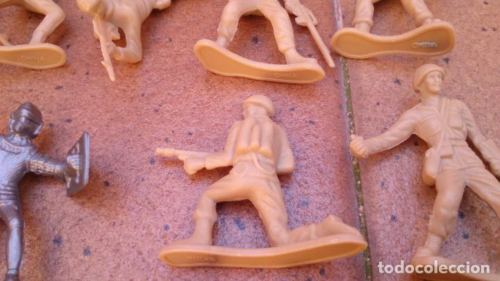 Juguetes Antiguos: Lote 40 soldados de plástico - Foto 3 - 93274785