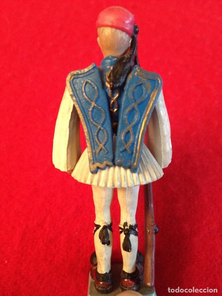 Juguetes Antiguos: Soldadito de goma con brazos articulados, 7 cm. de alto , made in Greece, Marca Aohna, - Foto 4 - 102446243