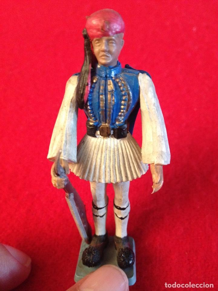Juguetes Antiguos: Soldadito de goma con brazos articulados, 7 cm. de alto , made in Greece, Marca Aohna, - Foto 5 - 102446243
