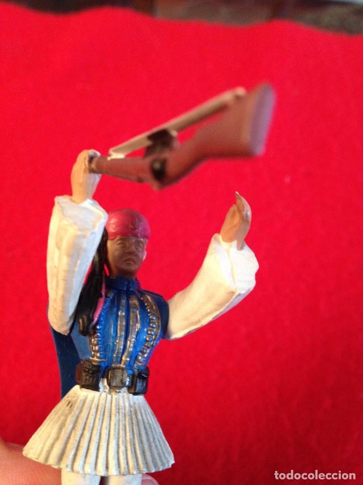 Juguetes Antiguos: Soldadito de goma con brazos articulados, 7 cm. de alto , made in Greece, Marca Aohna, - Foto 7 - 102446243