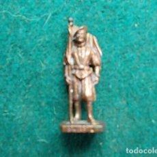 Juguetes Antiguos: FIGURA METÁLICA HUEVOS KINDER. Lote 105970107
