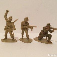 Juguetes Antiguos: 3 SOLDADOS DE PLASTICO AFRIKA KORPS. Lote 112350551