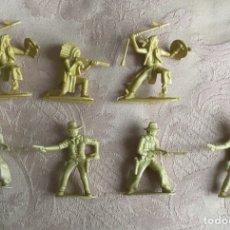 Juguetes Antiguos: 7 FIGURAS DE INDIOS Y VAQUEROS PLÁSTICO AÑOS 70. Lote 114524002