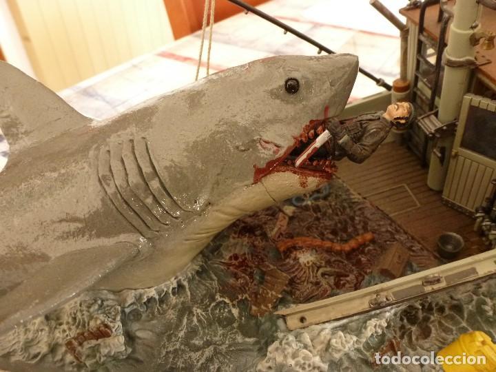 Juguetes Antiguos: TIBURÓN(JAWS) ESCENA DE LA PELICULA STEVEN SPIELBERG-BARCO ORCA Y CAPITAN QUINT-ESCALA 1/32. - Foto 2 - 117512267