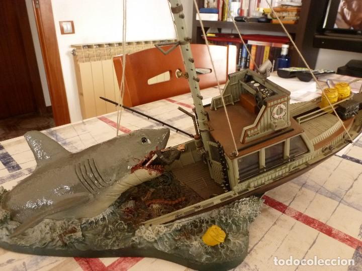 Juguetes Antiguos: TIBURÓN(JAWS) ESCENA DE LA PELICULA STEVEN SPIELBERG-BARCO ORCA Y CAPITAN QUINT-ESCALA 1/32. - Foto 11 - 117512267