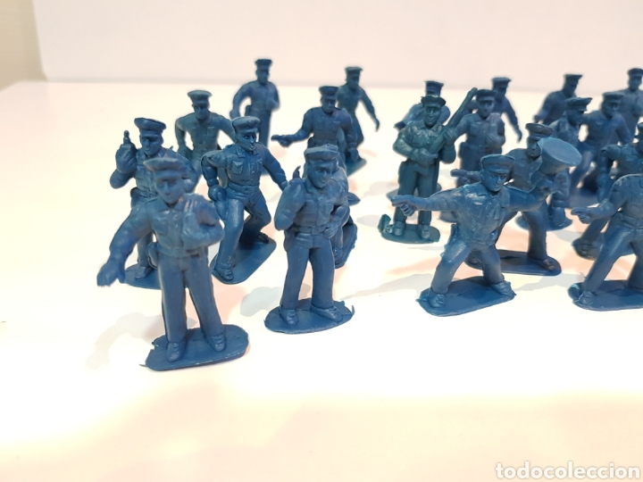Juguetes Antiguos: Lote variado policías sin pintar de plástico del 0 al 9 desconozco marca medida 5 cm - Foto 2 - 117855284