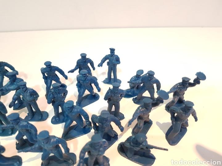 Juguetes Antiguos: Lote variado policías sin pintar de plástico del 0 al 9 desconozco marca medida 5 cm - Foto 5 - 117855284