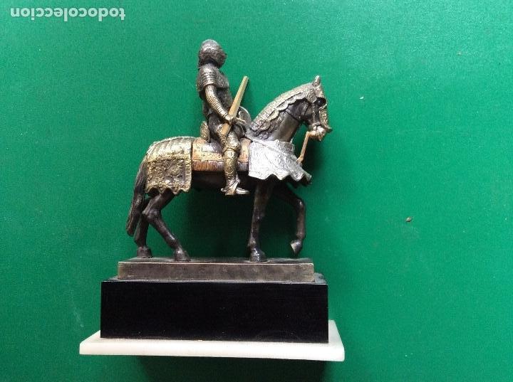 Juguetes Antiguos: Caballero con armadura de plástico figura 7cmx7cm - Foto 3 - 120129743