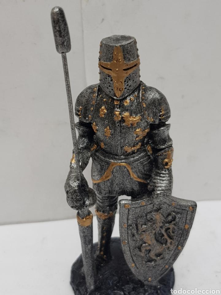 Juguetes Antiguos: Soldado medieval de resina medidas 10 x 4,5 - Foto 2 - 121147026