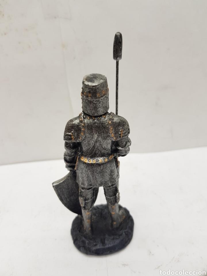 Juguetes Antiguos: Soldado medieval de resina medidas 10 x 4,5 - Foto 3 - 121147026
