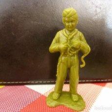 Juguetes Antiguos: NIÑO BOY SCOUT EN CAMPAMENTO DE VERANO-ESCALA 60MM-. Lote 127478951
